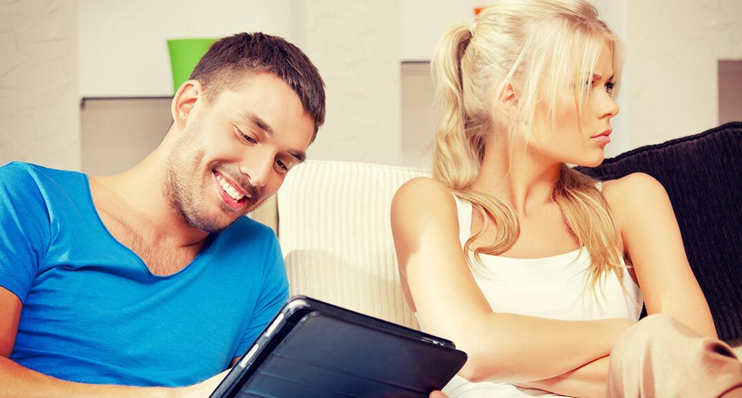 муж постоянно сидит на сайте знакомств