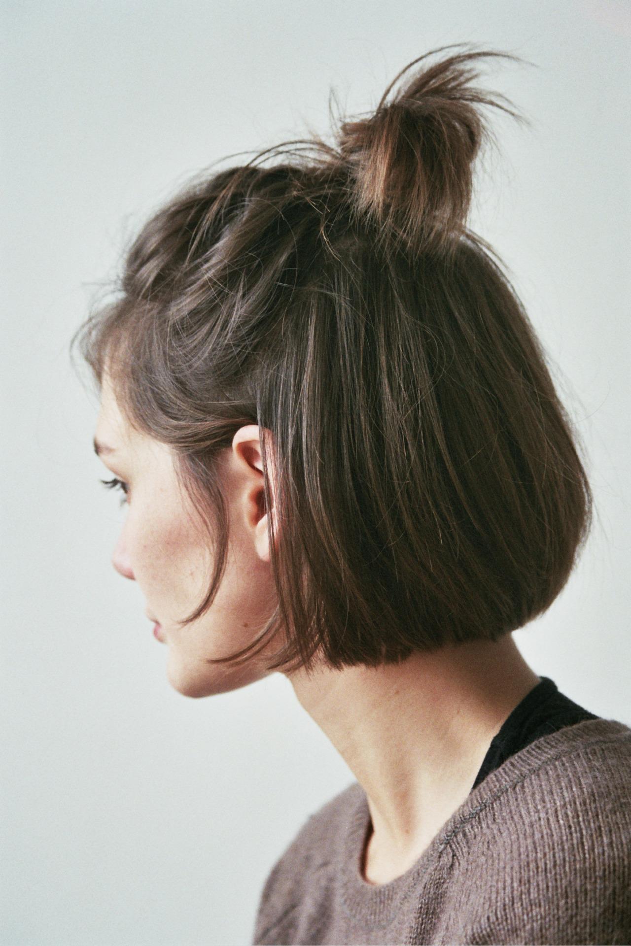 Топовые прически с короткими волосами