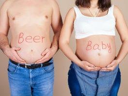 живот беременной женщины и мужчины