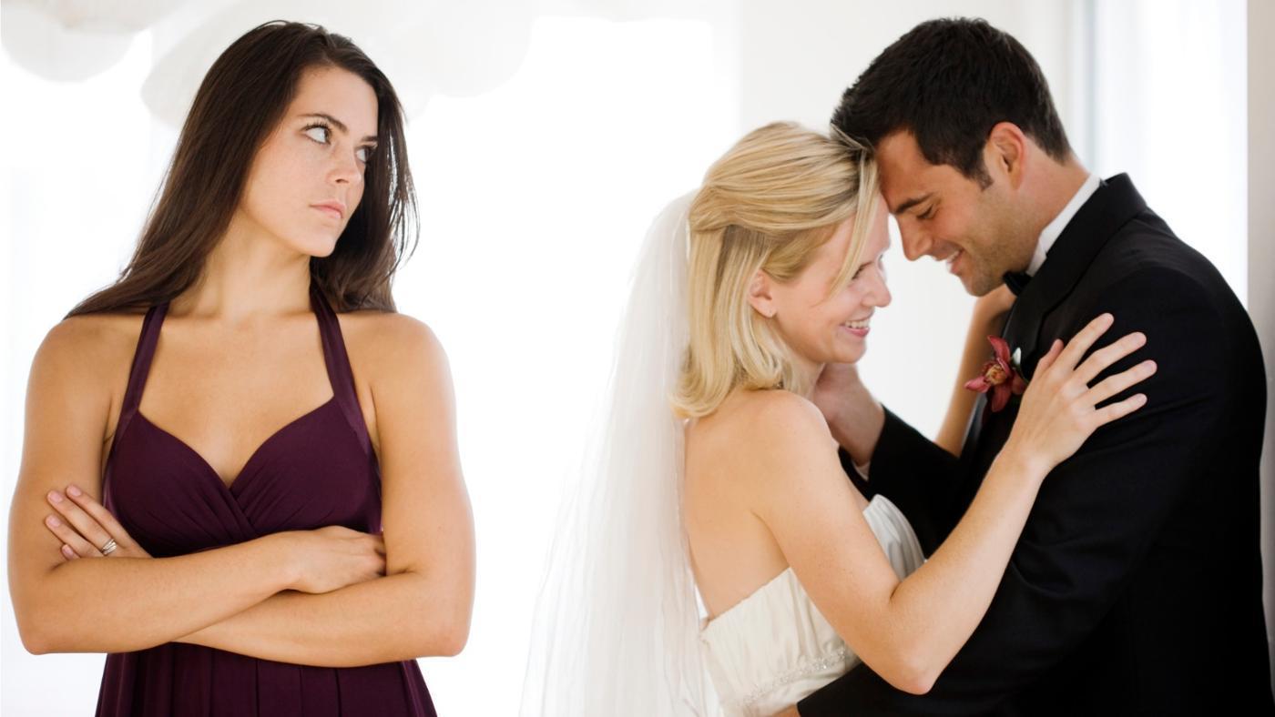 как ведет себя муж привороженный другой