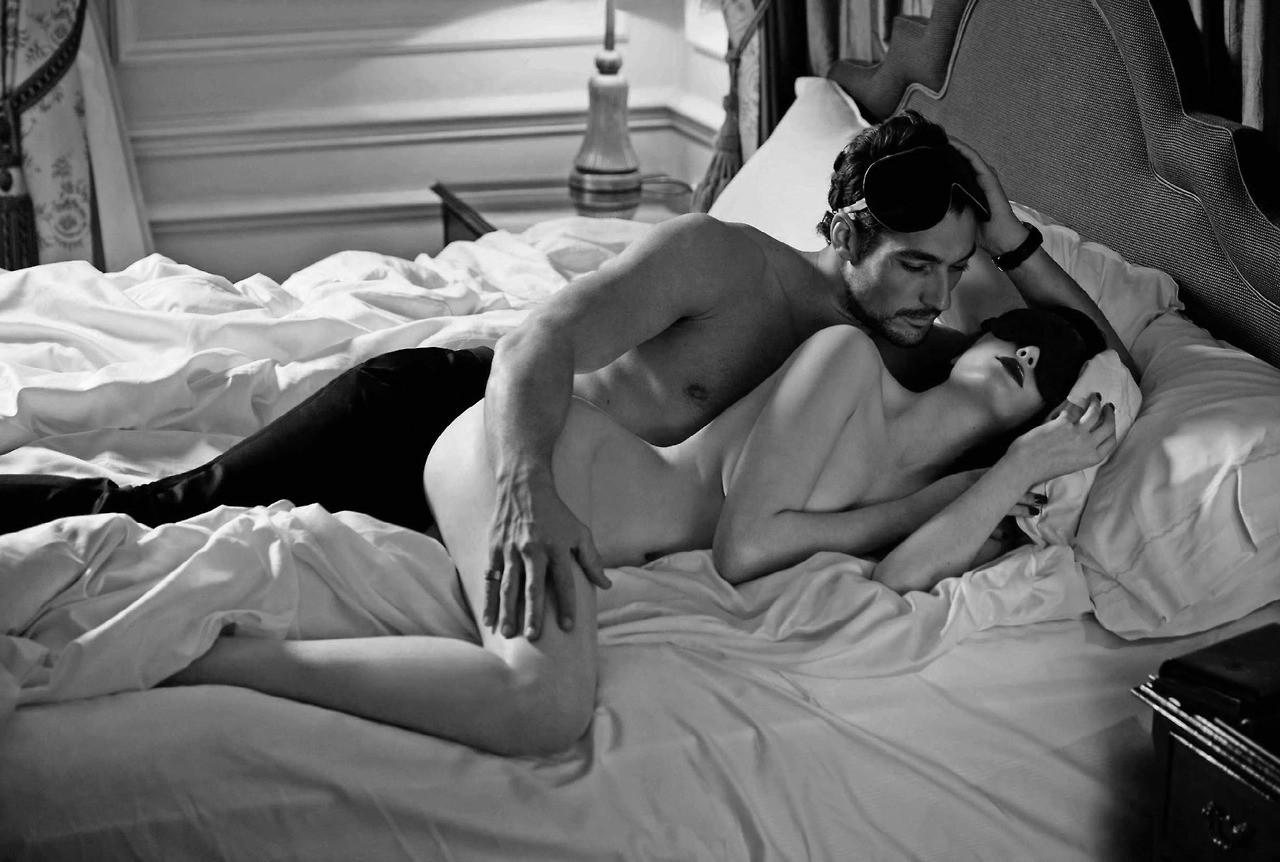 эро мужчина и женщина в кровати фото